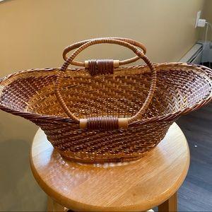 Basket two tone with handles